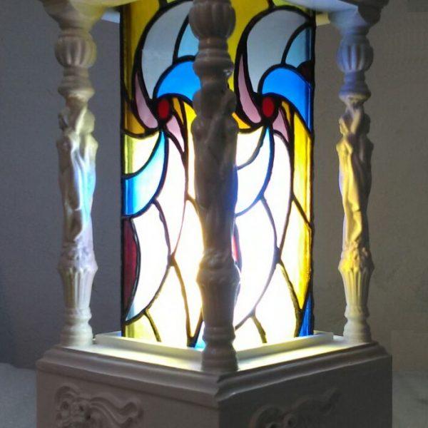 Lampadar din lemn sculptat cu vitraliu clasic iluminat cu leduri
